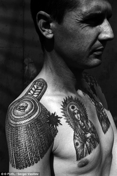 The epaulette tattooed on the shoulder, the thieves
